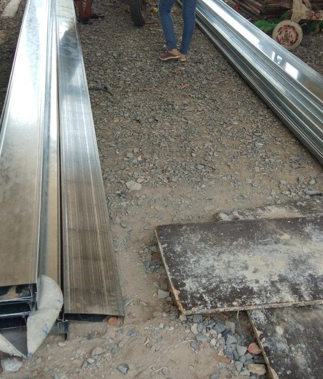 Xà gồ c đi hàng cho khách quận bình tân. Thái Hòa Phát cung cấp xà gồ c, hộp, tôn, lưới b40,u,i,v các loại.